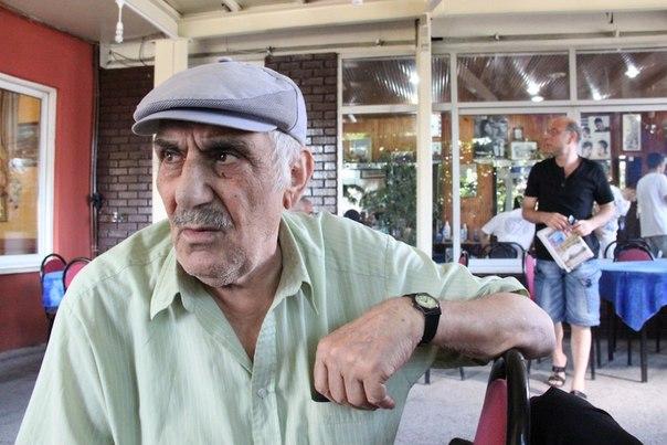 Армянский цыган (не упомянут в рассказе) в чайхане райноа Куртулуш, Стамбул / А. Хаджян