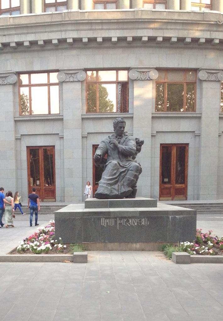 Композитор Арам Хачатурян перед зданием филармонии