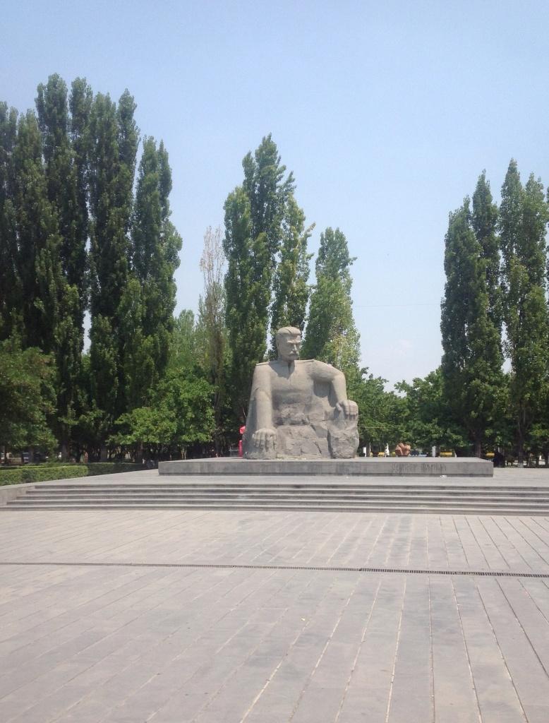 Еще один памятник Андранику Озаняну