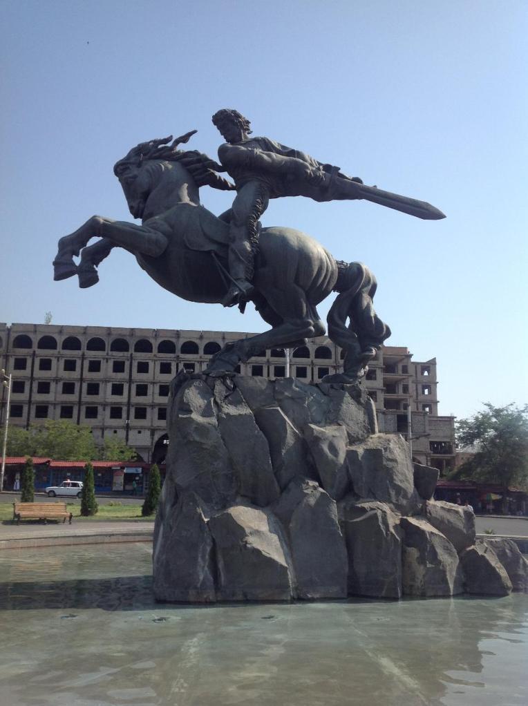 Герой армянского эпоса Сасунци Давид - гениальное творение скульптора Ерванда Кочара. Это один из символов Еревана.
