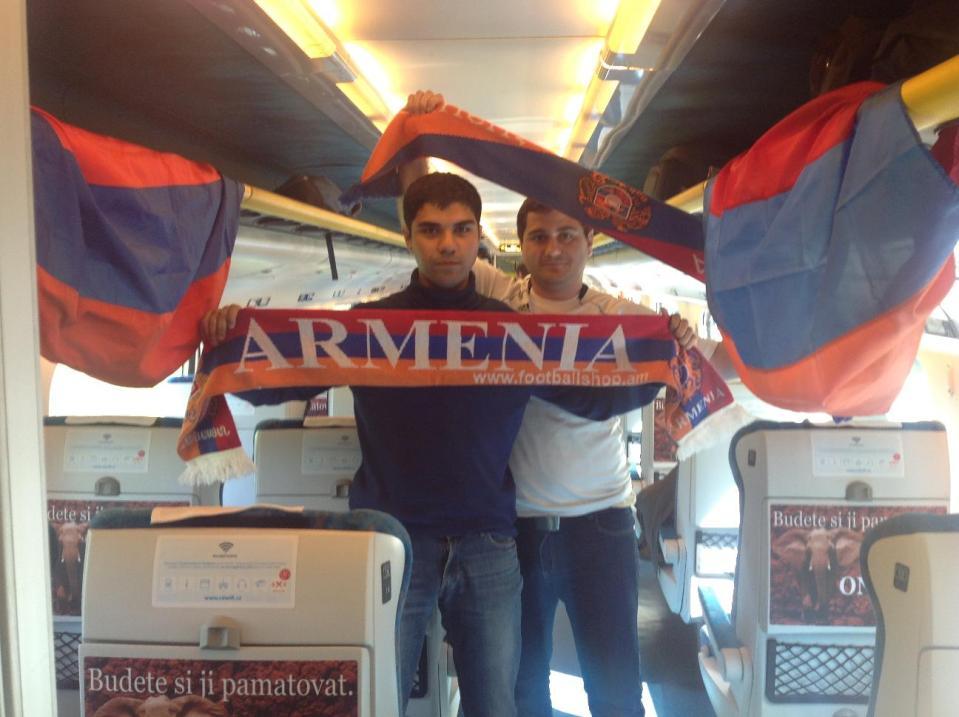 Болельщики сборной Армении по футболу по пути в Прагу