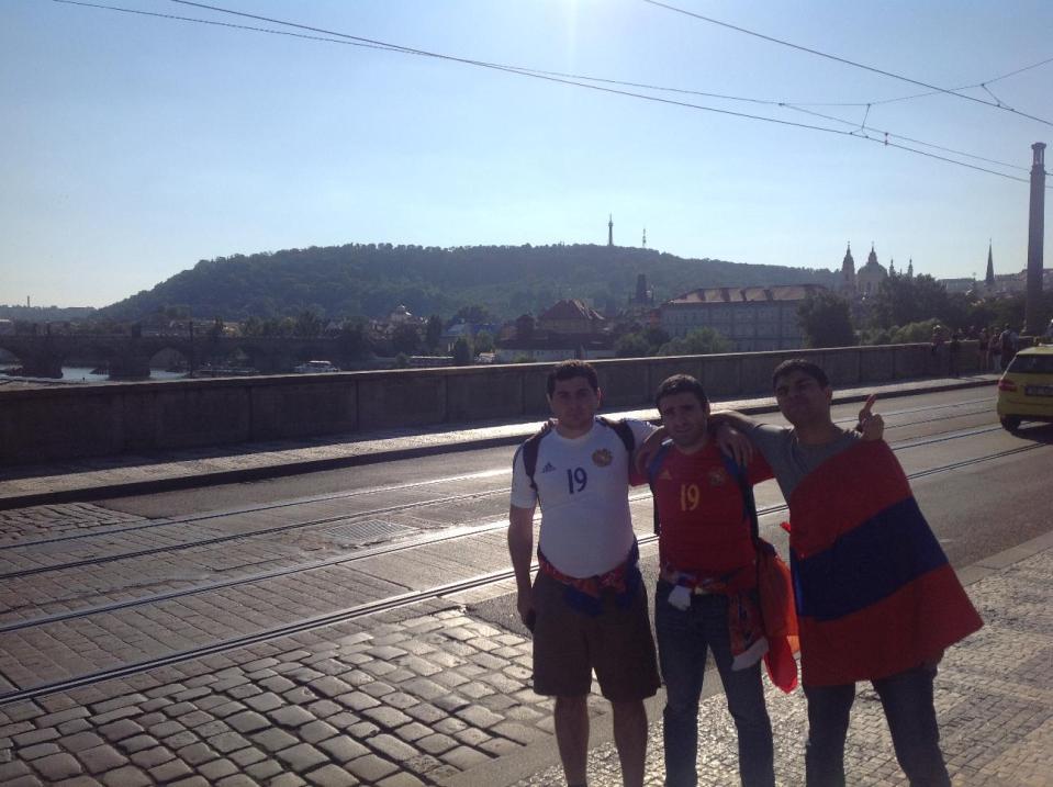 Армянские болельщики в Праге
