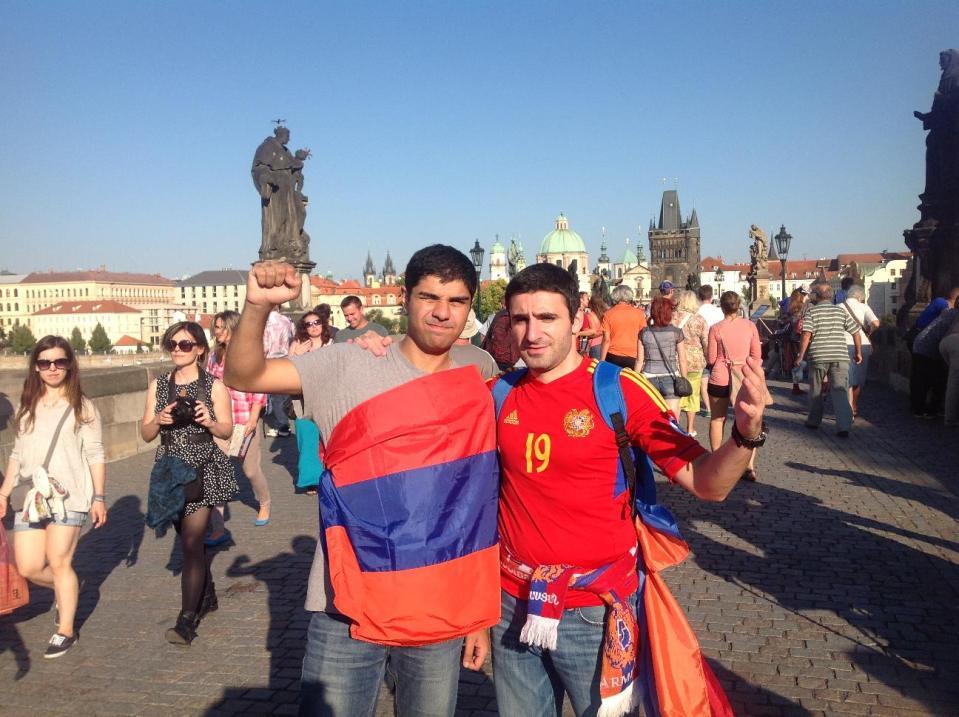 Болельщики сборной Армении по футболу в Праге