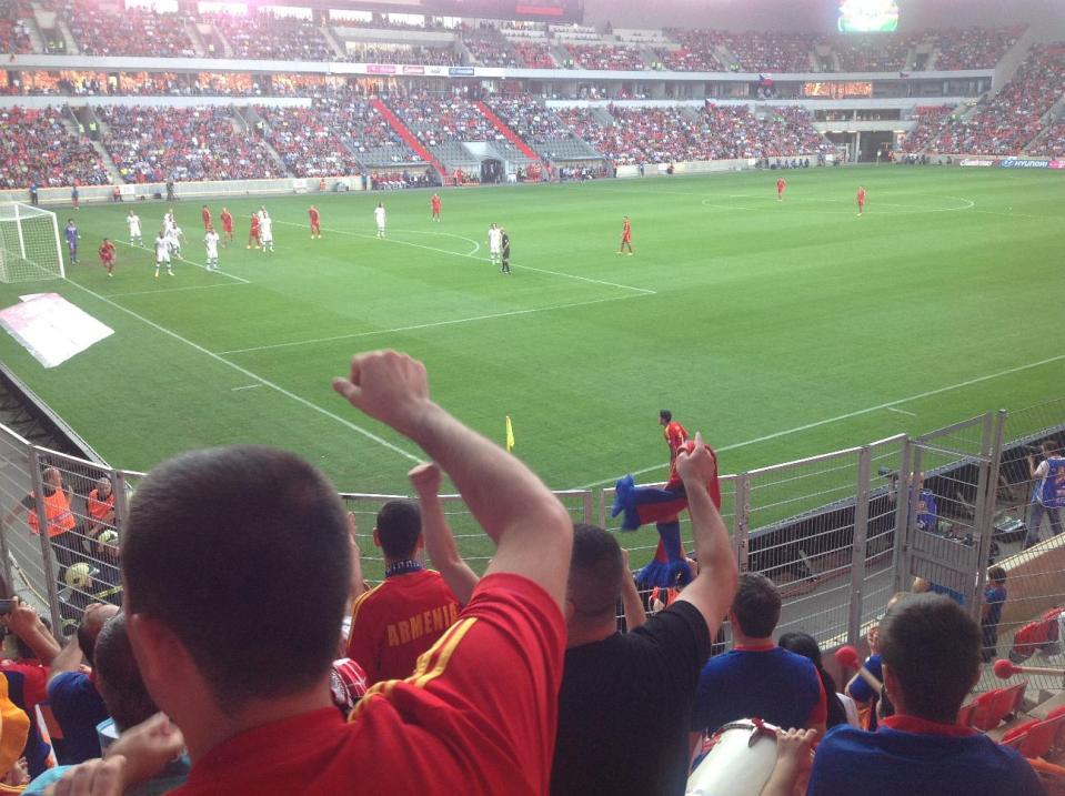 Армянские болельщики в Праге, Чехия
